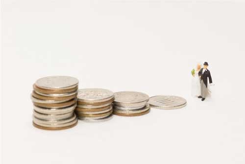 専業主婦になるためにはどのくらいの収入が必要